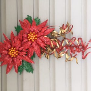 recyclart.org-aluminum-can-poinsettia-art-door-hanging