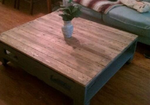 recyclart.org-coffee-table-i-picked-ip-couple-old-pallets