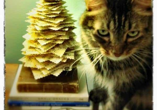 recyclart.org-diy-make-a-paper-pine-tree-from-upcycled-materials-03