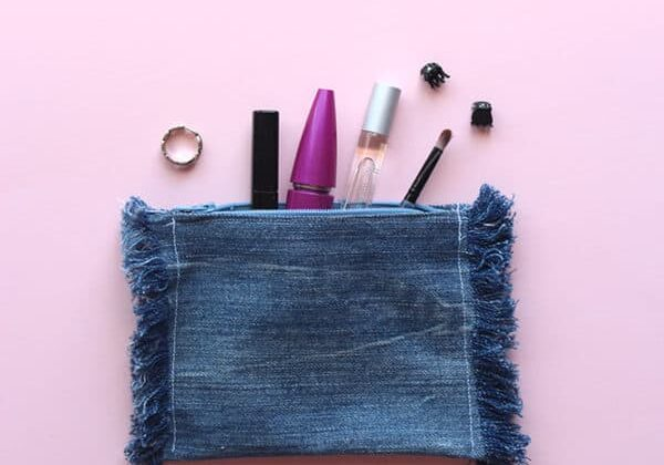 recyclart.org-diy-upcycled-frayed-denim-pouch