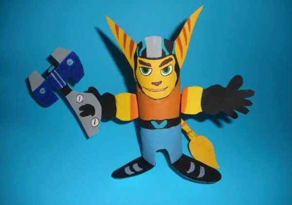 recyclart.org-do-it-yourself-ratchet-from-toilet-paper-roll-ratchet-and-clank-2016