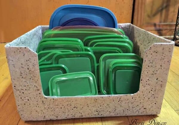 recyclart.org-freebie-diy-recycled-food-storage-lid-organizer