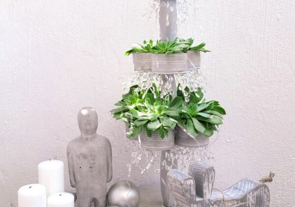 recyclart.org-recycled-succulent-tin-can-christmas-tree