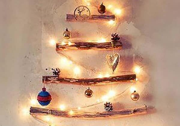 recyclart.org-simple-wood-branches-christmas-tree-01