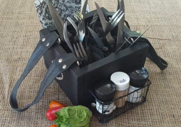 recyclart.org-turn-an-old-handbag-into-a-picnic-caddy3