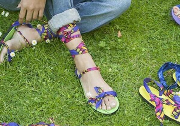 recyclart.org-upcycled-car-tires-into-sandals-04