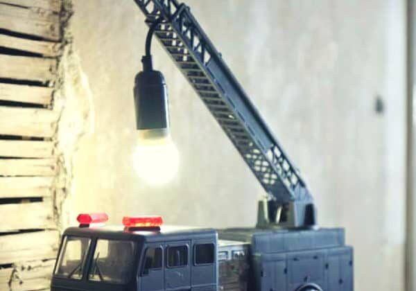 recyclart.org-upcycled-fire-truck-lamp-01