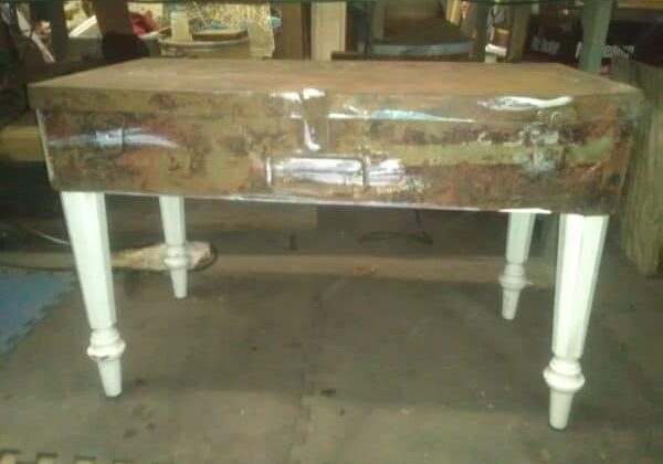 recyclart.org-vintage-metal-tool-box-coffee-table-06