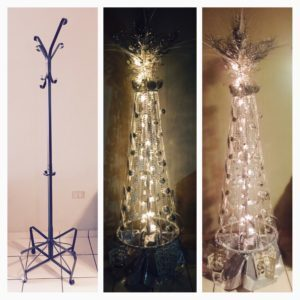 recyclart.org-xmas-tree-made-using-a-coat-purse-rack-01